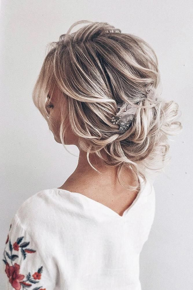 Wedding Updos For Short Hair Curly Low Updo On Blonde Hair Olesya Zemskova Shorthairprom Thick Hair Styles Short Wedding Hair Short Hair Updo