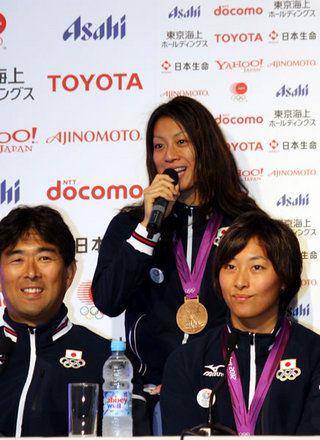 100m背泳ぎとメドレーリレーで2つのメダルを獲得した寺川綾選手