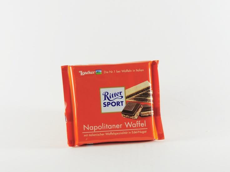 """Die 100g Tafeln der Sorte """"Ritter Sport Napolitaner Waffel"""" vereinen die beliebten Napolitaner Waffeln der italienischen Firma ,Loacker' mit Edel-Nougat-Schokolade der deutschen Firma. Somit kommen nicht nur Schokoladen-Fans, sondern auch die Freunde des Waffelgebäcks vollkommen auf ihre kosten! #rittersport #loacker #schokolade #food #chocolate #napolitaner #waffel #sweets #suessigkeiten"""