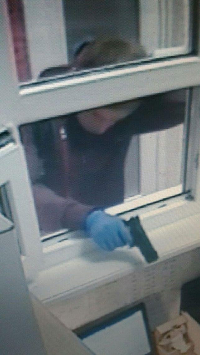 Двое мужчин пытались ограбить ломбард в Минске http://www.belnovosti.by/society/52927-dvoe-muzhchin-pytalis-ograbit-lombard-v-minske.html
