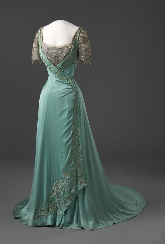 1909 Dress via Nasjonalmuseet for Kunst, Arketektur, og Design.