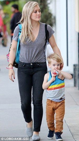 Hilary Duff and Mike Comrie take their son to meet Santa #dailymail