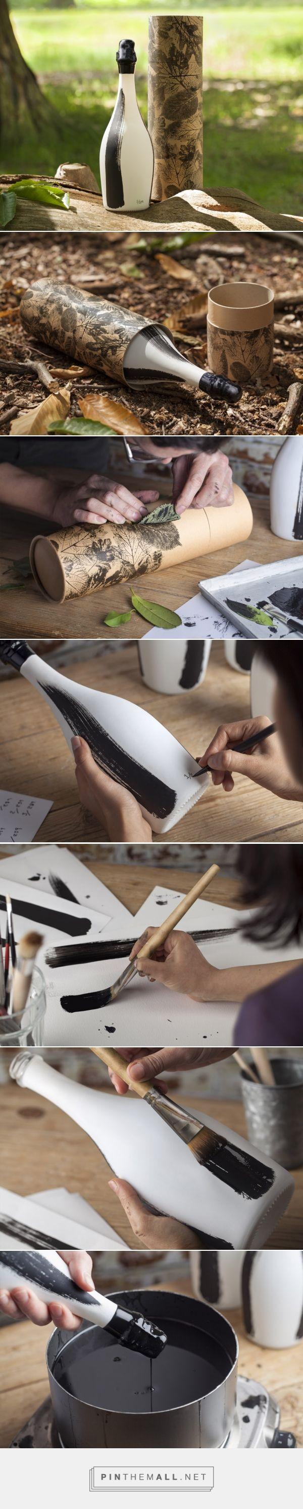 The Badger Collector's Edition packaging design by BrandOpus - http://www.packagingoftheworld.com/2017/05/the-badger.html Empaque tubular pintado con hojas reales