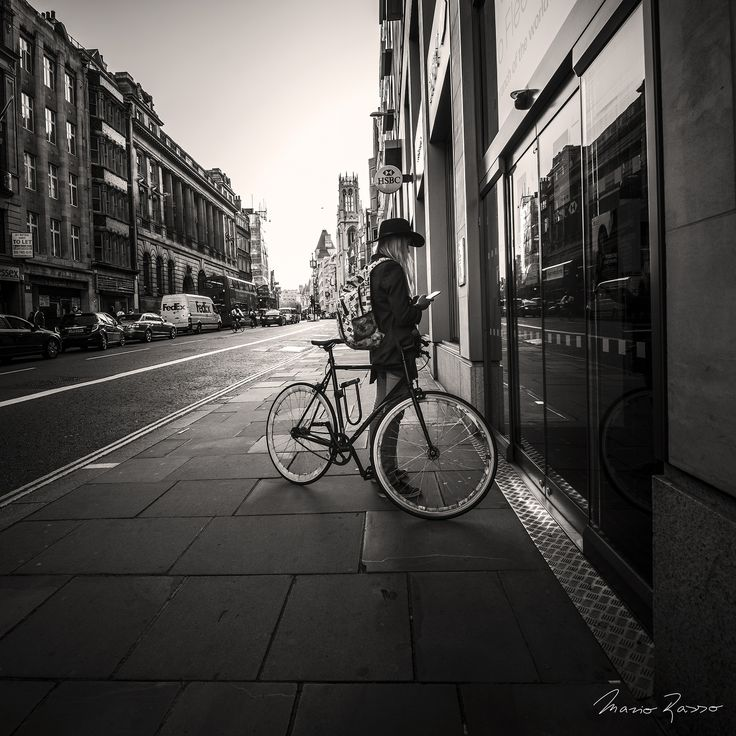 Bike / 19:36, Looking for the address