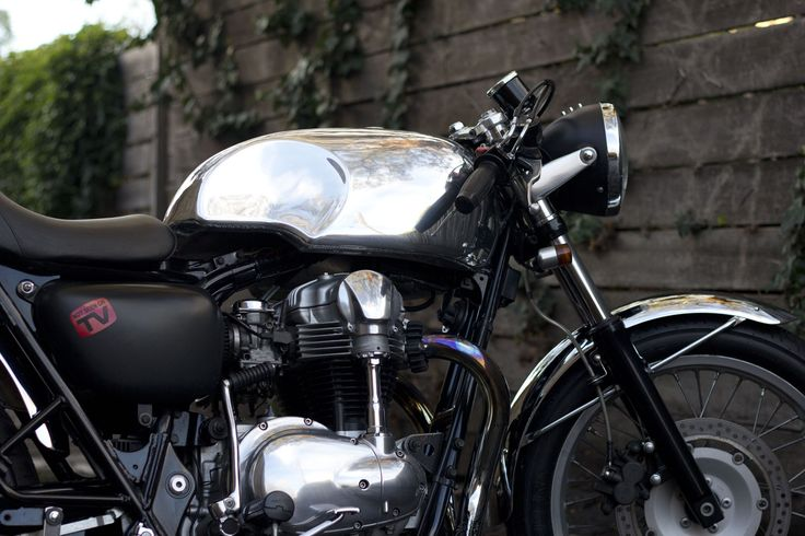 Return of the Cafe Racers Kawasaki W650. My personal ride for the last 6 years. I built this on my porch in Perth and shipped it over to Melbourne with me. These bikes are a treat to ride. She never fails to make me smile.