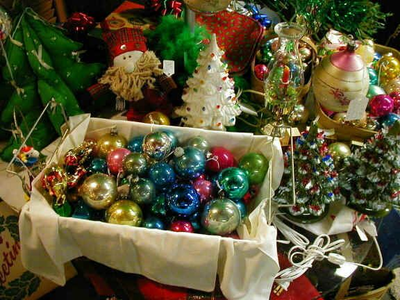 DECK THE HOLIDAY'S: VINTAGE CHRISTMAS DECORATIONS AND TREES!