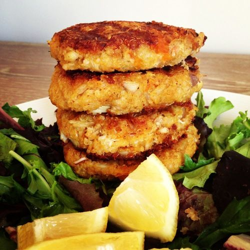 Oooooooh Yeah! Quinoa Crab Cake Boss via hungry happens