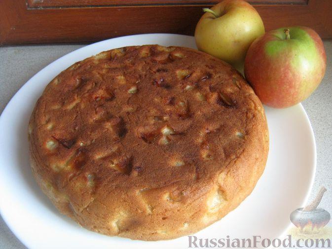 Рецепт: Пышный бисквит с яблоками (в мультиварке) на RussianFood.com