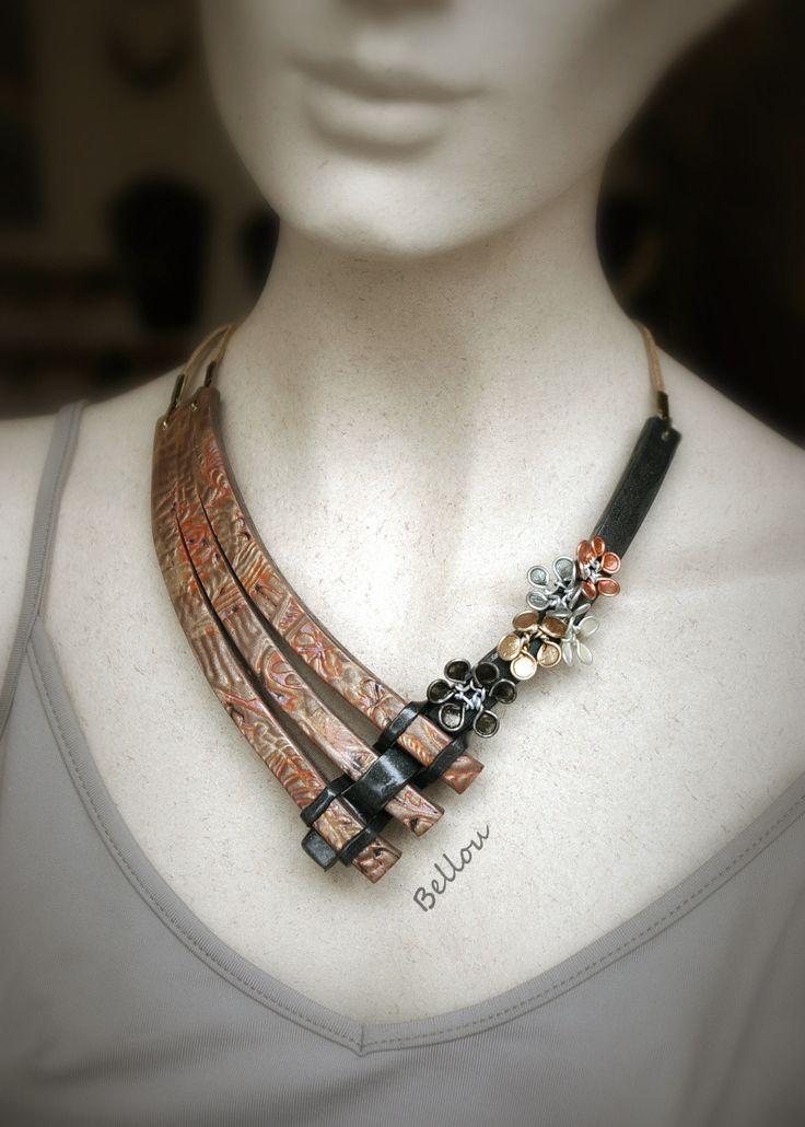 Ravissant collier fleurs cuivre et noir : Collier par bellou