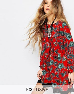 Reclaimed Vintage - Robe tunique à manches longues avec lien au dos et imprimé floral - Rouge