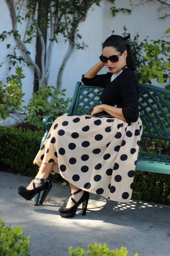 Vintage: Polka Dots & Pearls & Black Sunglasses & Black High-heels...