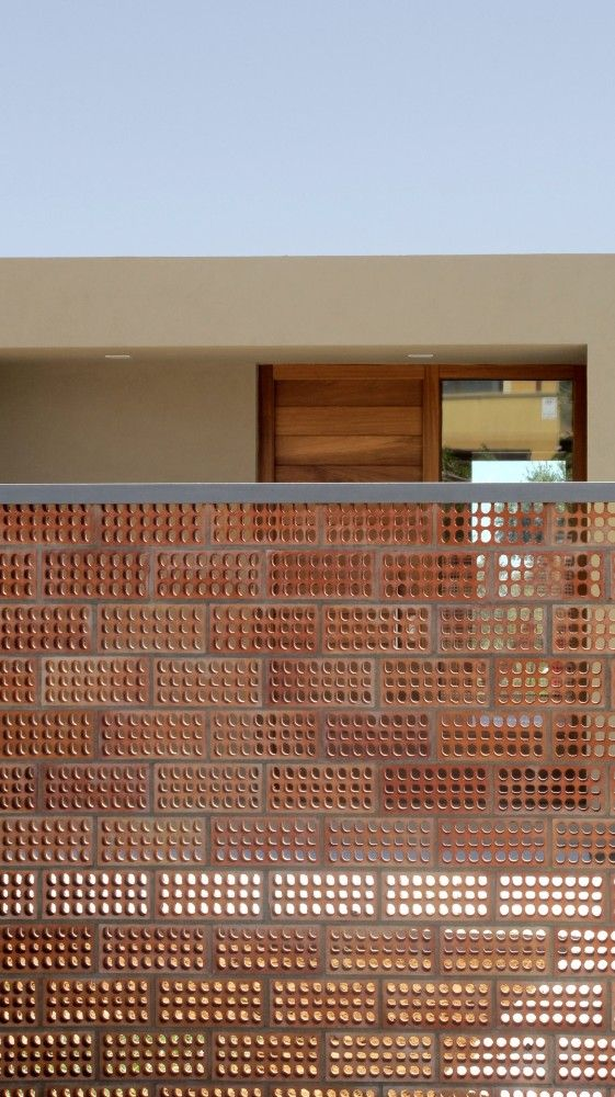 Ceramic Solar Screen, House for Pau & Rocio / Arnau Tiñena Architecture