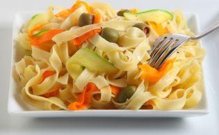 Φλωμάρια Λήμνου με κολοκυθάκια και πιπεριές - gourmed.gr