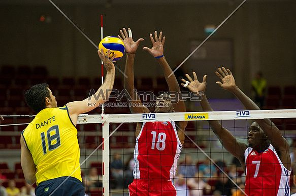 Dante Amaral of Brazil Volleyball Team spikes the ball against Diaz and Camejo of Cuba Volleyball Team | © Mariusz Pałczyński / MPAimages.com