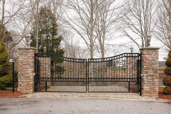 Best 25 metal driveway gates ideas on pinterest wrought for Best driveway gates