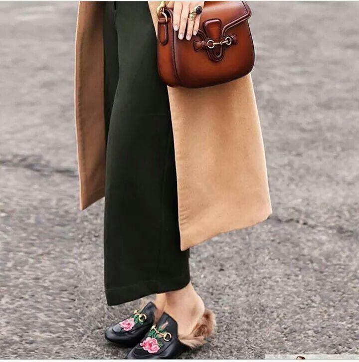 I pantaloni cropped si riconfermano tendenza indiscussa anche per l'autunno 2016: quelli di stefanel sono military chic #stefanel #stefanelvigevano #vigevano #lomellina #piazzaducale #stile #moda #trendi #shopping #negozio #shop #foto #instalook #instagram #instaoutfit #outfits  #photo  #look  #instafoto #riga #models #sfilata #fallwinter2016 #newcollection #chic #pants #cropped #pantaloni