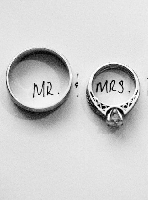 Pour faire durer le plaisir et ne pas tomber dans le blues post-mariage, rien de mieux qu'une séance photo mettant à l'honneur vos alliances. Voici une petite série de photos pour plus d'inspiration. Dites-moi quelle est votre photo préférée 1_ 2_ 3_