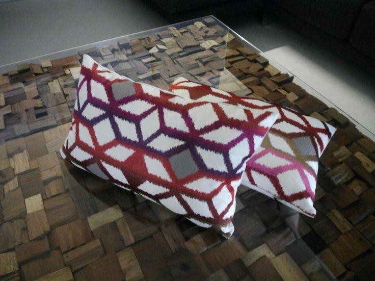 Karola d'Ontario Fabrics, brodat geometric amb aplicacions. Exposició d'Alado a Tortosa.