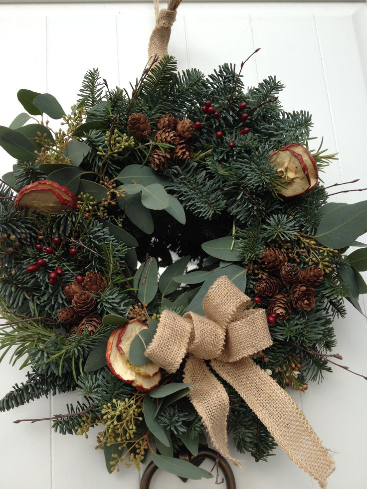Natural wreath.  Hessian bow.  Simple but lush.
