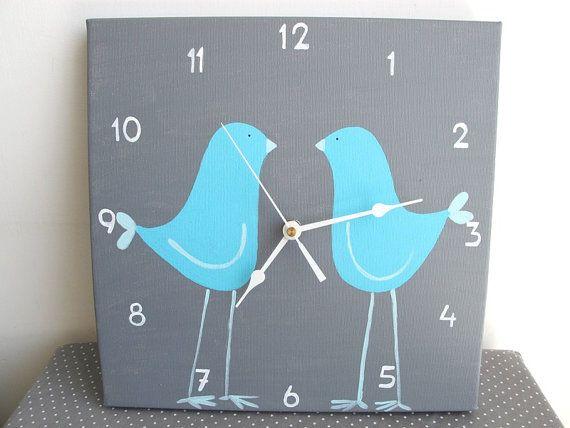 Horloge de mur-pour enfants amour bleu deux oiseaux - horloge grise pour pépinière / enfants Chambre / horloge de cuisine - main peint sur t...