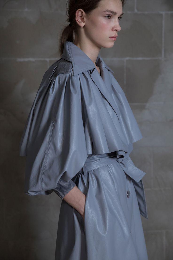 Vika Gazinskaya Fall 2017 Ready-to-Wear Fashion Show Collection
