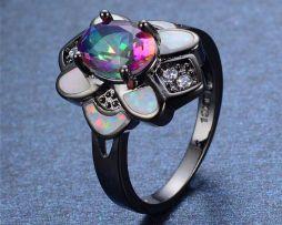 Luxusný dámsky prsteň zo zliatiny tmavého zlata s farebným opálom