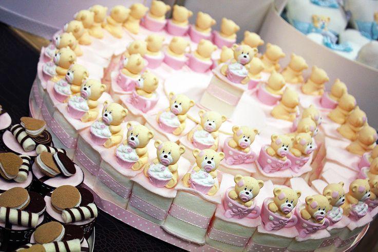 #Bomboniere per nascite a forma di #torta con #orsetti.