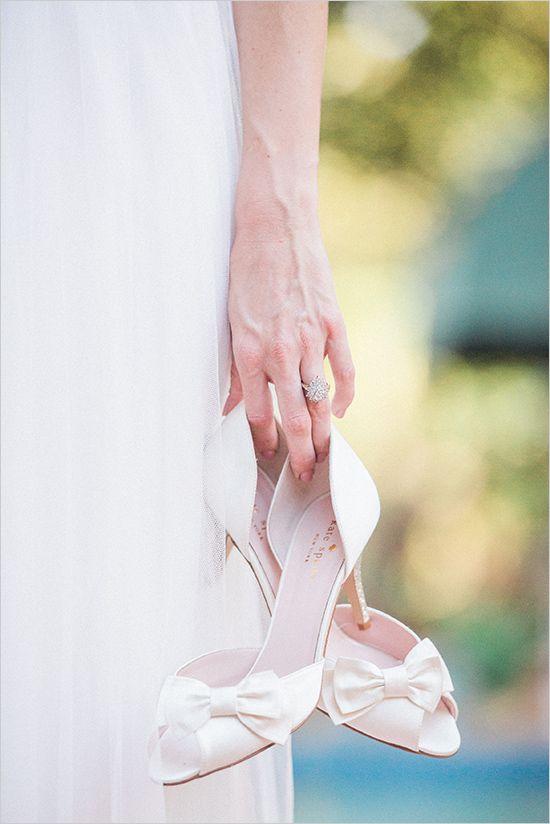 Bridal Session Pose Ideas #bridalsession @weddingchicks  with <3 from JDzigner www.jdzigner.com