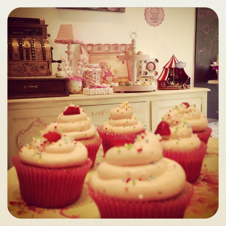 Cupcake fresa 100% natural by Demel's cake