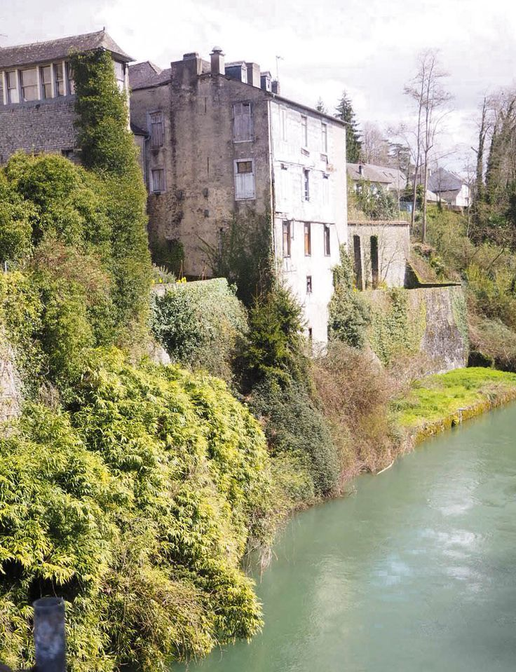 Here are a few things to do in Oloron Sainte Marie in the French Pyrenees. We loved browsing through the streets of the old historic town with beautiful views from Sainte Marie bridge and visiting Laulhere to buy their famous beret laulhere...