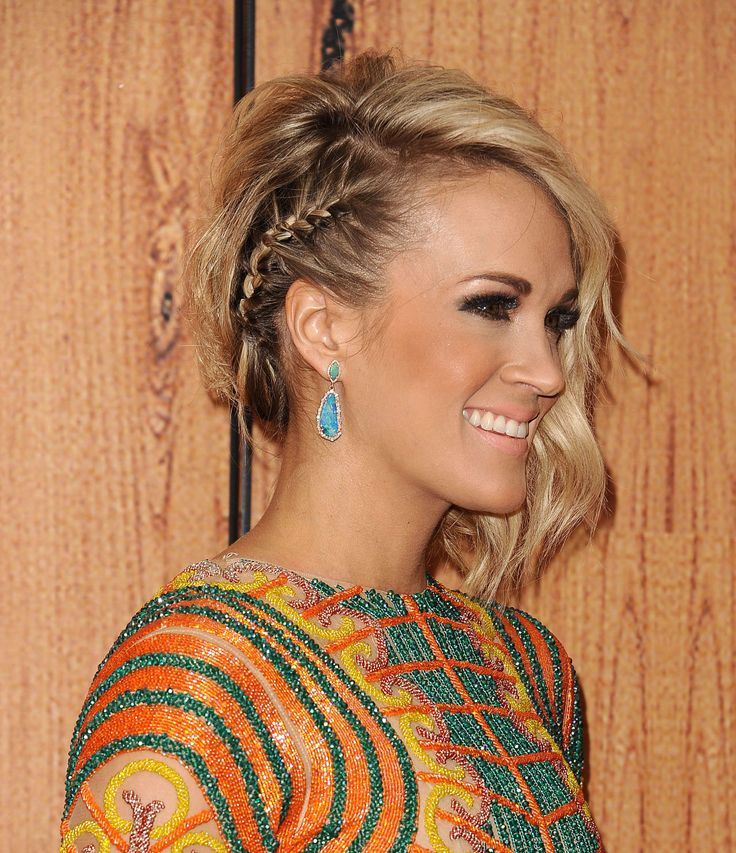 Carrie Underwood's hair is one of the top style of this summer: her long bob is only on one side and the effect is very glamourous!