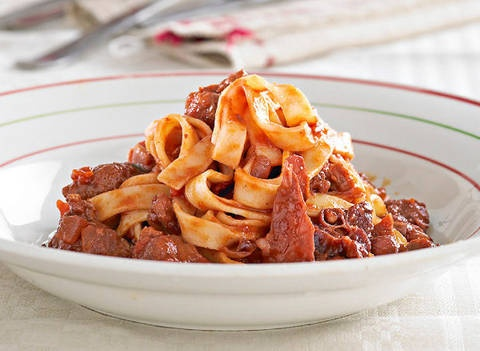 Linguine with Italian sausage and tomato: Italian sausages are available in all supermarkets and from most butchers.