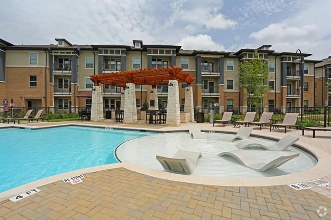 10 Things I Wish I Knew About 33 Hundred Apartments Austin Texas House Styles Apartment Mansions
