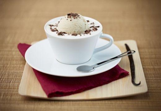 Iced Vanilla Coffee with Caramel Milk Froth