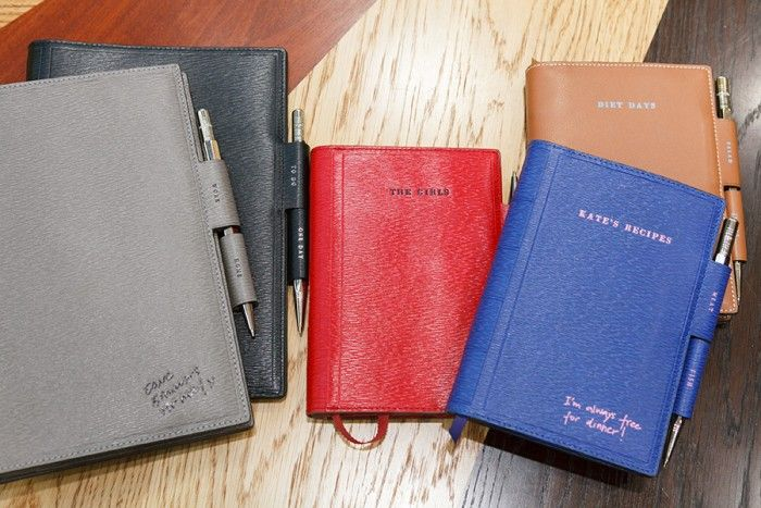 A5 2way Journal 各 ¥67,000 A6 2way Journal 各 ¥55,000 アニヤ・ハインドマーチ/アニヤ・ハインドマーチ ジャパン