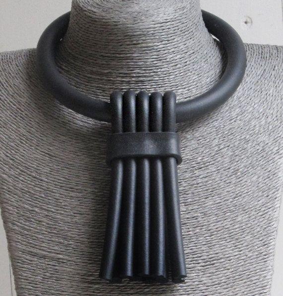 Collana Design del gioiello contemporaneo collana nera