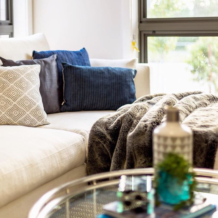 The classic homey combo of beige and blue never fails to cosy-up a space. ... .. . #StyleThatSells #StyledByValiant #ValiantStyling #ValiantPropertyStyling #Willowdale #Sydney #NewSouthWales #HomeStaging #loungeroomstyling #loungeroominteriors #houseforsale #realestate #realestatesydney #propertystylist #sydneypropertystylist #interiorstyling #interiordecor #cosy #blueandbeige