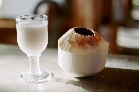 Elixir probiotic: beneficiile si reteta de preparare in casa a chefirului de cocos