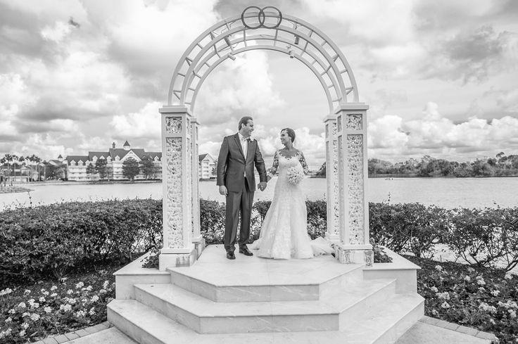 Casamento clássico da Aline e do Fernando na Disney #disney #wedding #disneywedding #casamento #casamentonadisney #love #fotografiadecasamento #fotografodecasamento #weddingbrasil2017 #amor #casal #noivos #noiva #noivaclassica #groom #bride