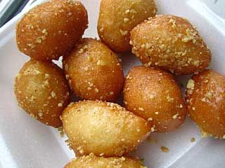 Loukoumades: a kind of fried-dough pastry made of deep fried dough soaked in sugar syrup, honey or cinnamon, and sometimes sprinkled with sesame, brought to Uruguay by the Greek immigrants.