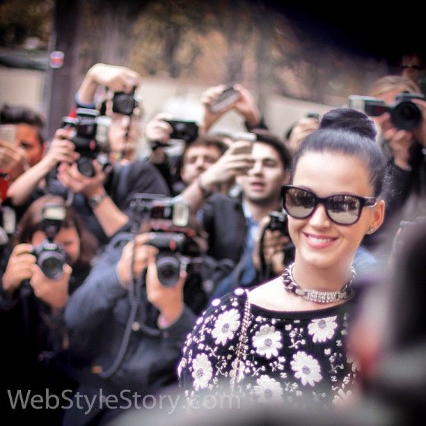 #photographers and @katyperry @chanel  smile vs. cameras: 1-0 #pfw
