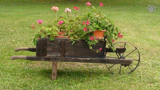les 1348 meilleures images du tableau brouettes charrettes fleuries sur pinterest brouette. Black Bedroom Furniture Sets. Home Design Ideas