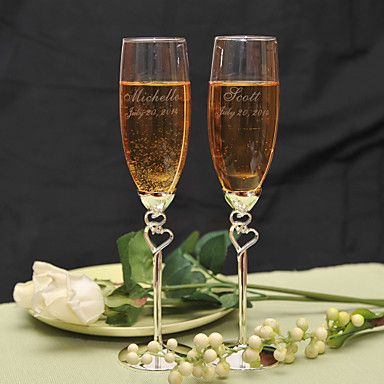 What a charming set of toasting lutes for one of the most important toasts of your life! Click to get yours personalized <3