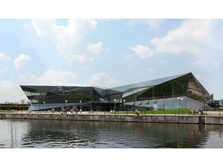 The Crystal is a new eco building in London's dockland area designed by Siemens as a centre for sustainability, to promote energy efficient thinking.