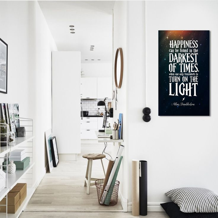 Цитаты и оригинальные надписи в интерьере это простой и стильный способ сделать дизайн вашей комнаты ярким и запоминающимся. Они могут стать великолепной точкой фокуса, заполнить пустующее пространство и просто быть источником вдохновения или хорошего настроения. Текст можно размещать не только на стенах, но и на оконном стекле мебели других удобными для этого поверхностях. #sakuraInteriors #Цитаты #новинкидизайна #СтильныйДизайн #дизайнквартиры #работанонстоп #дизайнерДинаКийосан…