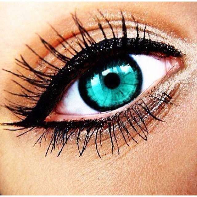 pretty eyeliner and mascara: Eyeliner, Cat Eye, Eye Makeup, Bright Eye, Eye Colors, Blue Eye, Eyemakeup, Eye Liner, Green Eye