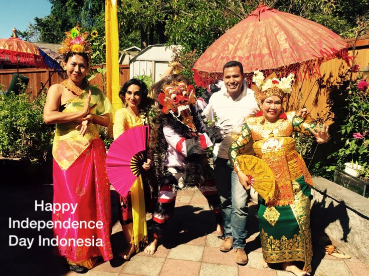 Gaspar Woza Indonesian traditional costums Indonesian flag