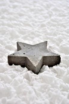 den stern aus beton gie en und entweder als deko oder mit. Black Bedroom Furniture Sets. Home Design Ideas