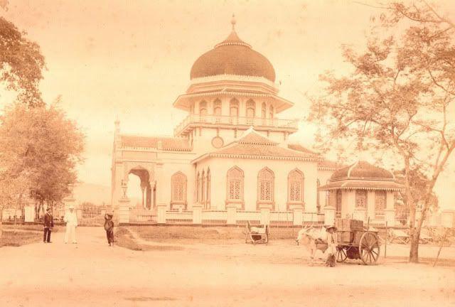 The Grand Mosque Baiturrahman circa 1881. Aceh Darussalam