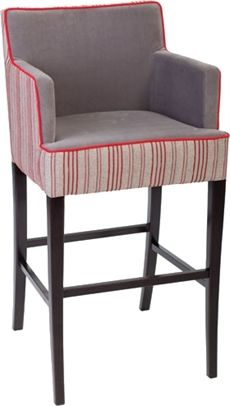 BST0071 från Paged är en barstol med armstöd där flera olika träfärger och klädselval finns. #barstolar #dialoginterior